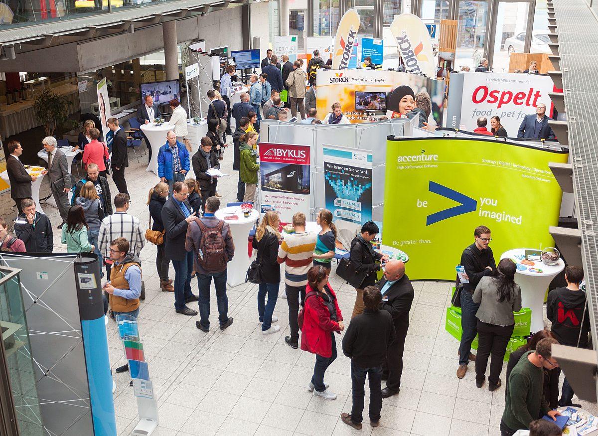 Jobmesse Stände & Besucher Copyright: LEG Thüringen/Andreas Hultsch